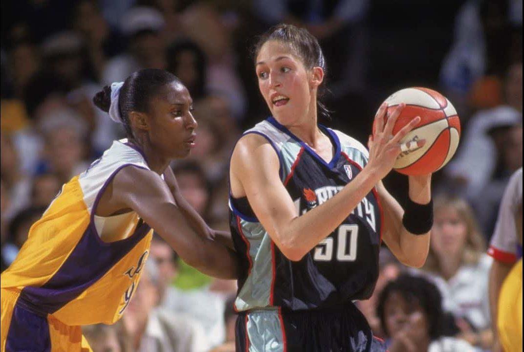 Lisa Leslie et Rebecca Lobbo s'affrontent en 1997
